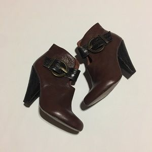 Brown leather Paco Gil booties